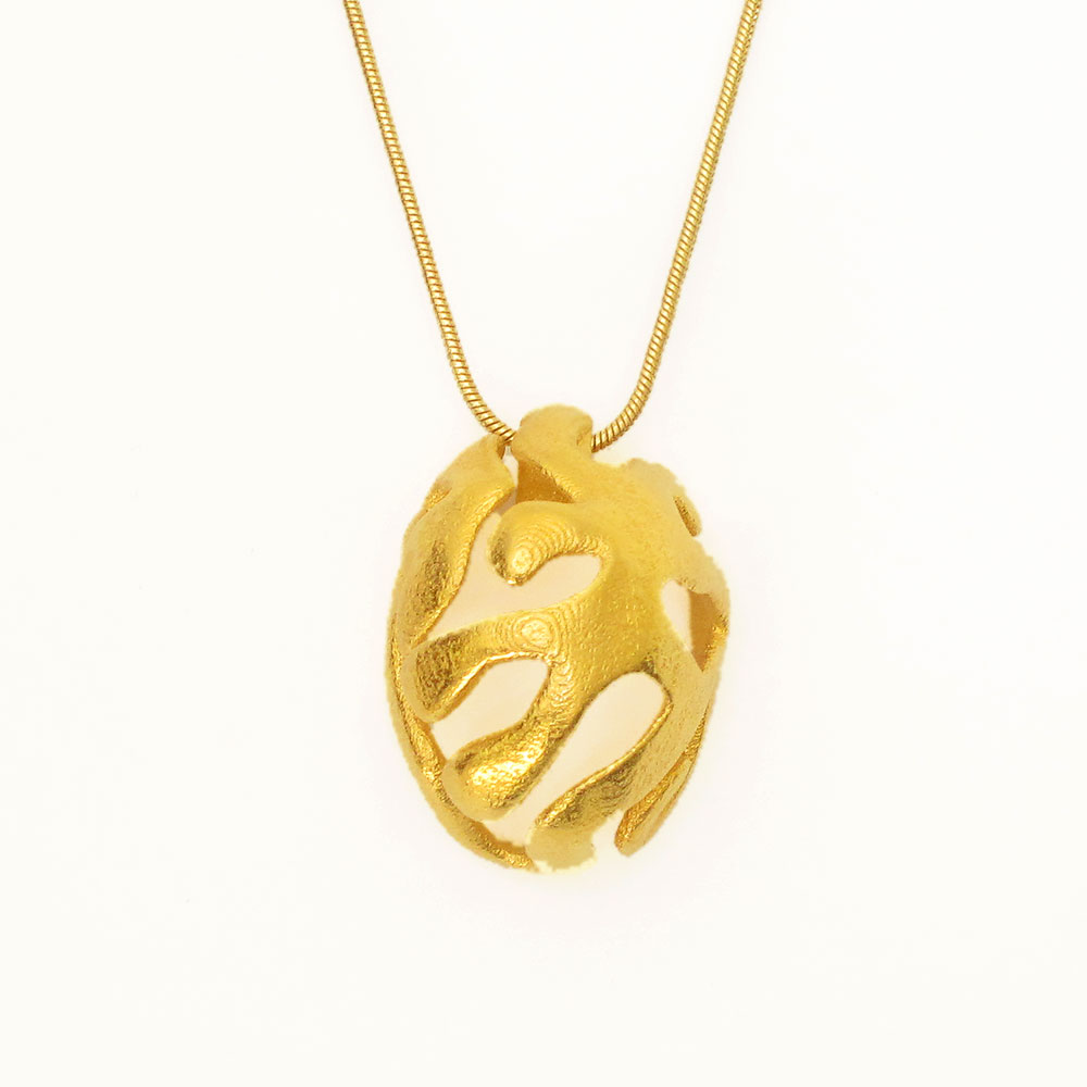 nature pendant necklace in gold